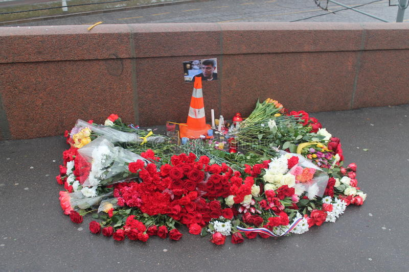 Miejsce śmierć Boris Nemtsov moskwiczaniny kłaść kwiaty obrazy stock