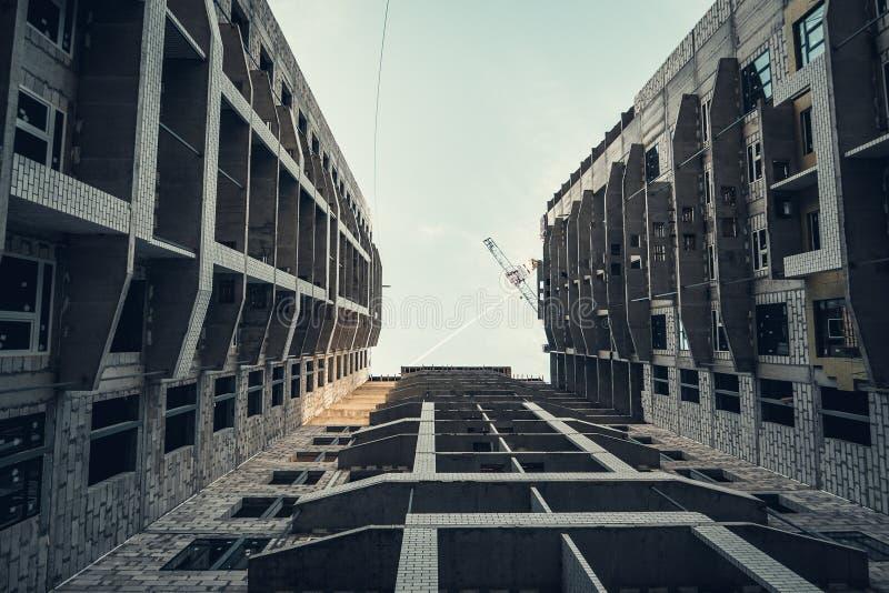 Miejsce budowy nowego, nowoczesnego budynku mieszkalnego, widok zdjęcia royalty free
