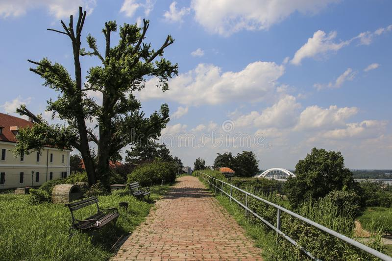 Miejsce dla odpoczynku i spacery na terytorium Petrovaradin forteca, Novi Sad, Serbia obraz stock
