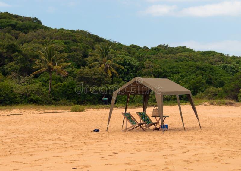 Miejsce odpoczywać na dzikiej plaży ocean indyjski Mozambik Afryka fotografia royalty free