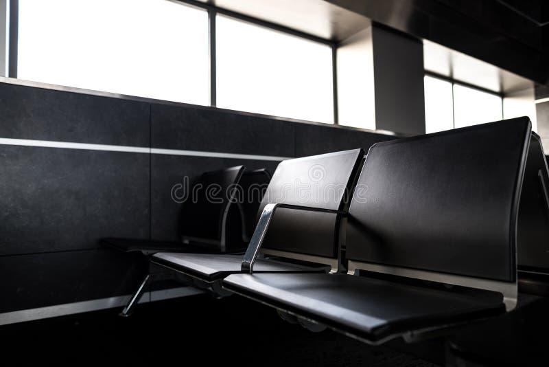 Miejsce pasażera widok od lotniskowego terminal w Wyjściowym holu, dokąd pasażery mogą czekać abordaż samolot Transport obraz royalty free