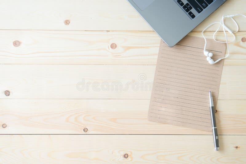 Miejsce pracy, laptop i pustego miejsca notepad obrazy royalty free