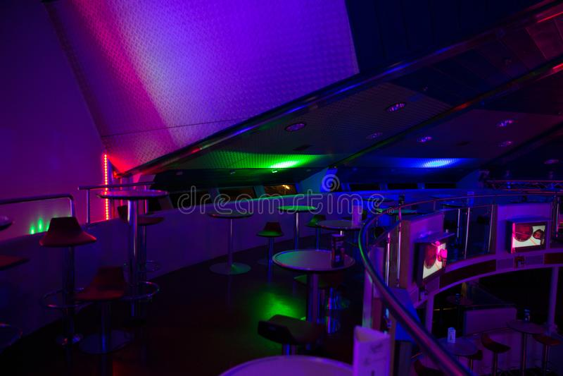 Miejsce statku dyskoteki pokład Latvia Światła, dyskoteki muzyka i zaludniają zdjęcia royalty free
