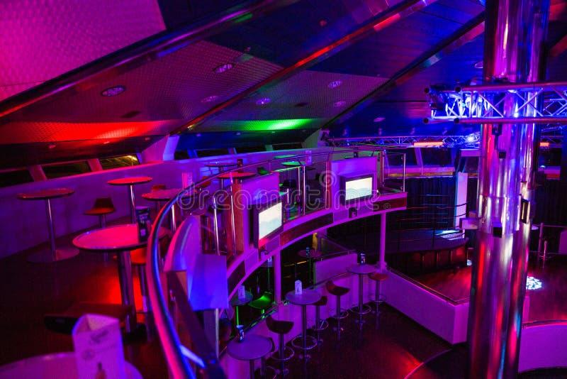 Miejsce statku dyskoteki pokład Latvia Światła, dyskoteki muzyka i zaludniają fotografia royalty free