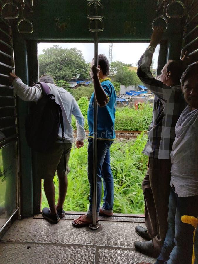 Miejscowego Mumbai lokalnego pociągu airoli navi Mumbai obrazy stock