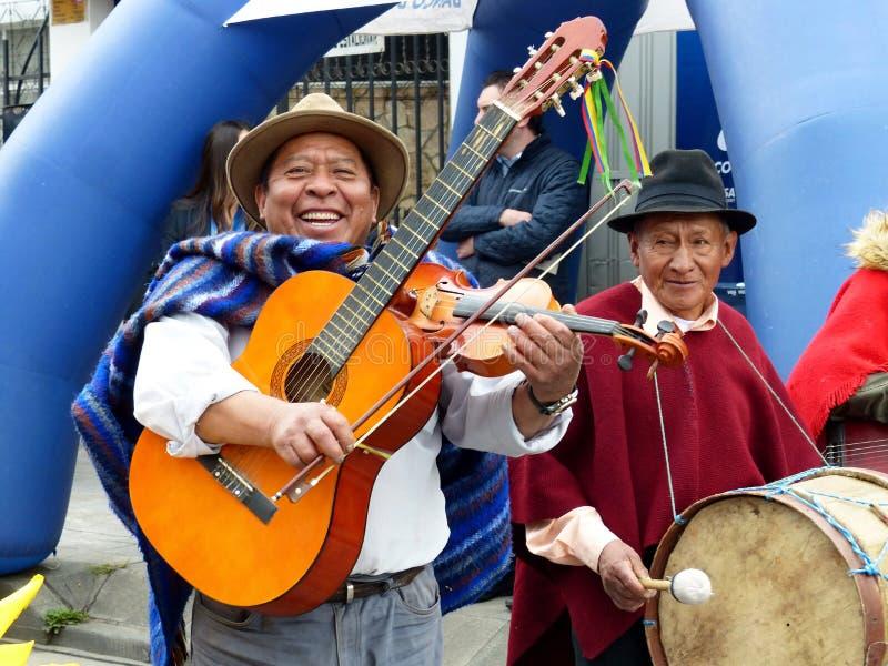 Miejscowi wioska muzyka mężczyźni przy paradą, Ekwador obrazy royalty free