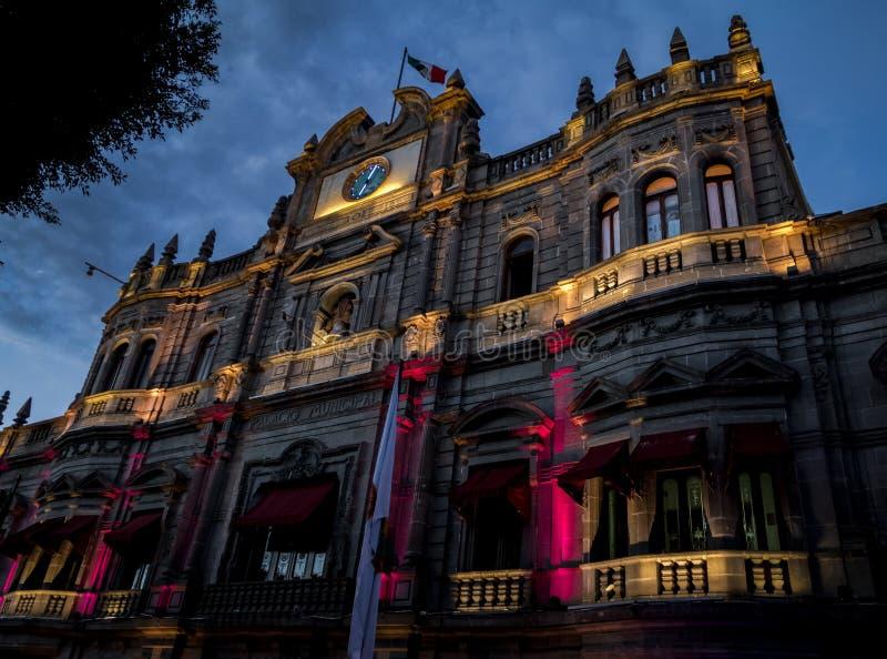 Miejski pałac przy nocą - Puebla, Meksyk zdjęcia stock