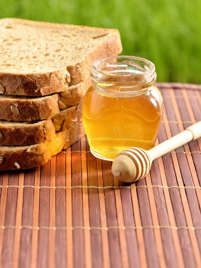 Miel avec du pain photographie stock