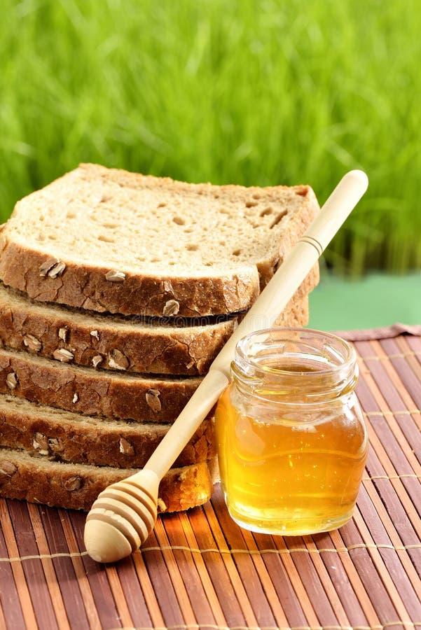 Miel con pan imagen de archivo libre de regalías