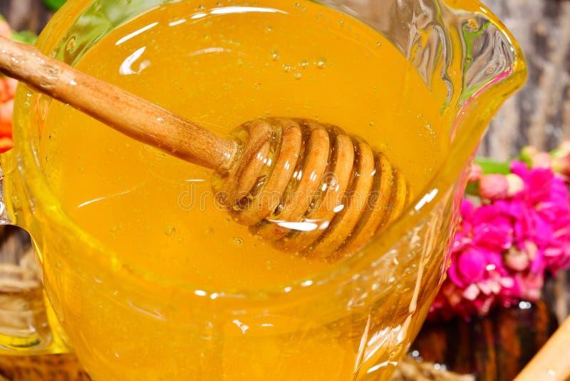 Download Miel D'or Et Fleurs Colorées Image stock - Image du centrale, normal: 56476639