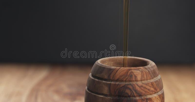 Miel de colada en primer del pote fotografía de archivo