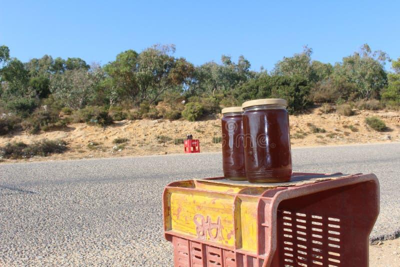 Miel local à vendre dans la fève de chapeau, Tunisie images libres de droits