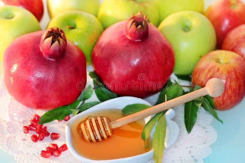 Miel, pommes et grenade pour les vacances de Rosh Hashanah images libres de droits