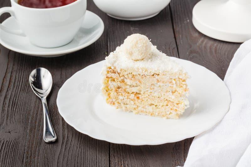 Miel-torta dulce para el desayuno del día de fiesta foto de archivo libre de regalías