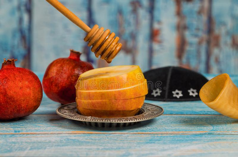 Miel y manzanas judías del hashanah de Rosh del día de fiesta con la granada foto de archivo libre de regalías