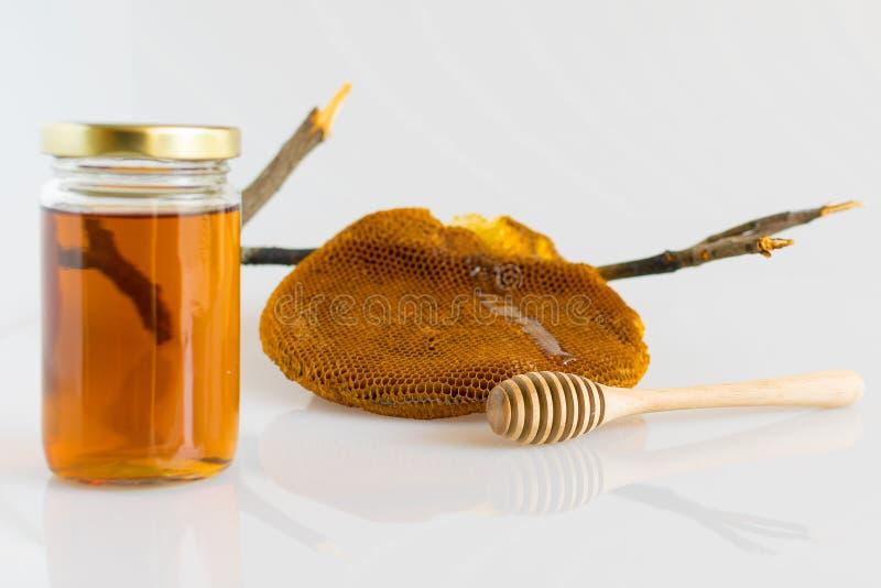 Miele con il favo fotografia stock libera da diritti
