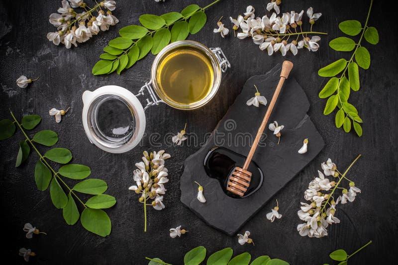 Miele dell'acacia fotografia stock