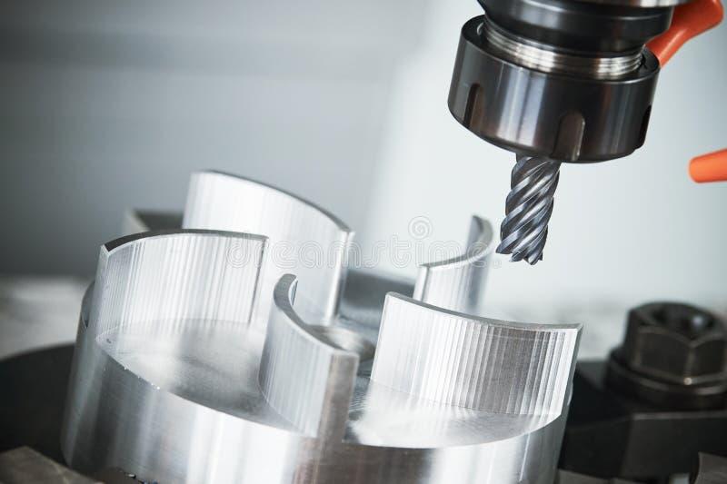 Mielenia CNC maszynowy narzędzie z młynem zdjęcia stock