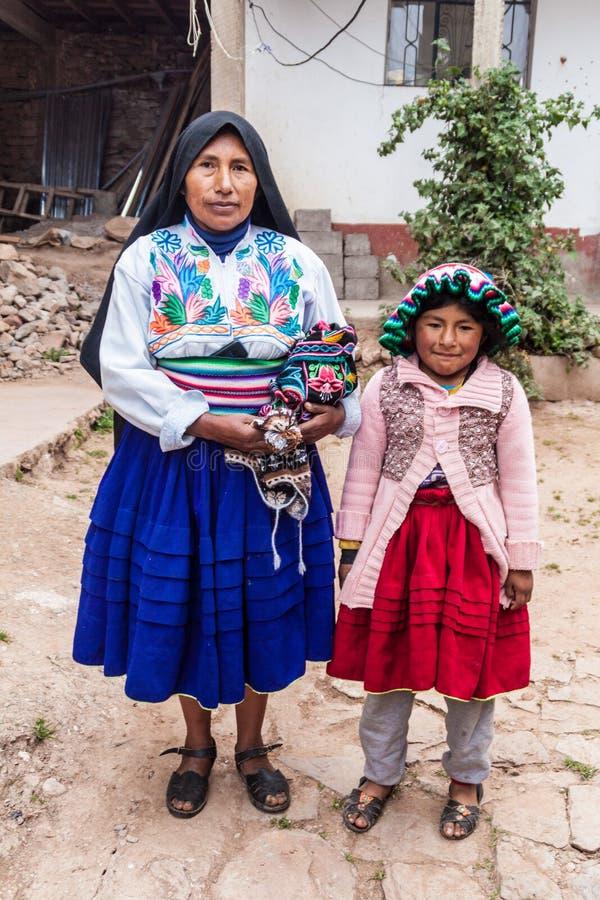 Miembros de una familia nativa fotografía de archivo libre de regalías