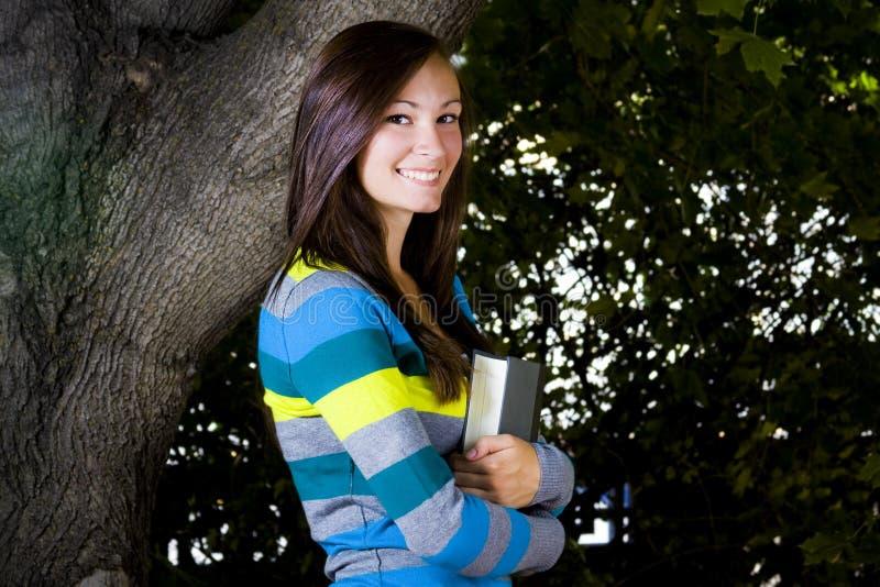 mienie piękny książkowy nastolatek zdjęcie royalty free