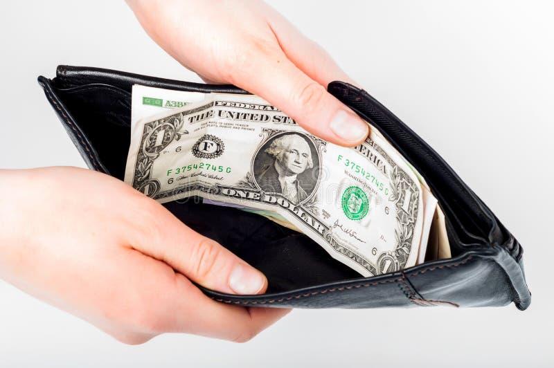 Mienie w rękach otwiera portfel z pieniądze w nim obraz stock