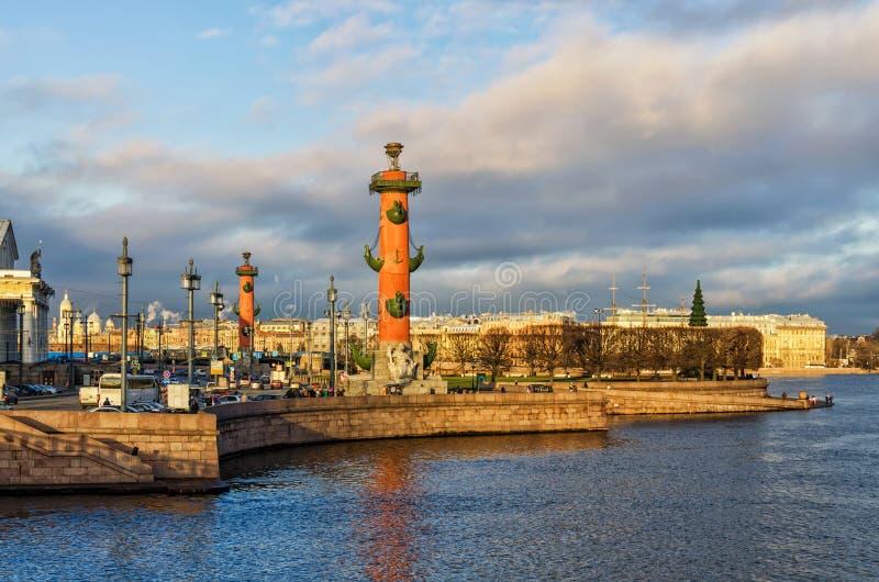Mierzeja Vasilievsky wyspy strzał od Dvortsovy pałac mosta obrazy stock