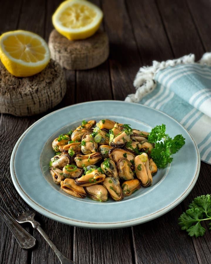 Miesmuschel-Salat stockfotografie