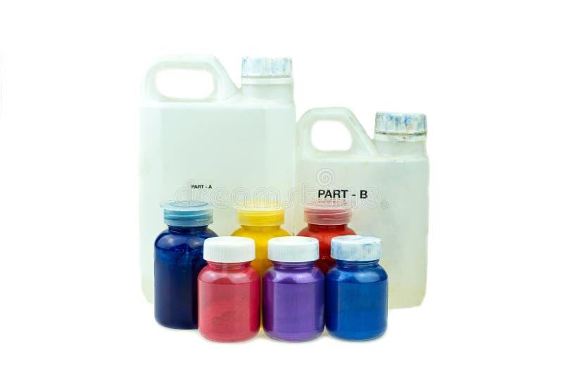 Mieszać koloru epoxy żywicę w plastikowej filiżance zdjęcie royalty free