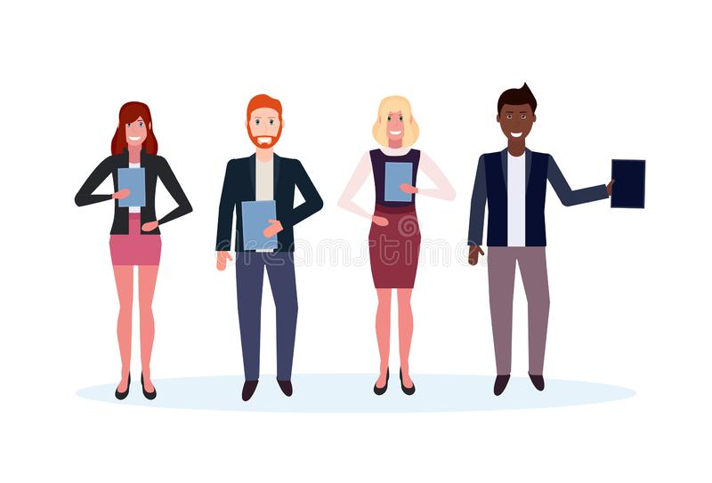 Miesza biegowych ludzie biznesu trzyma skoroszytowych pozycja mężczyzny kobiety szczęśliwych urzędników męskiej żeńskiej postaci  ilustracji
