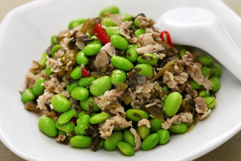 Miesza smażących edamame i śniegu warzywa, chińska kuchnia fotografia stock