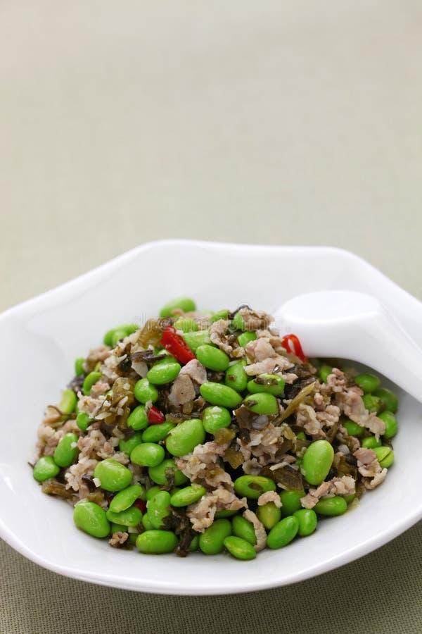 Miesza smażących edamame i śniegu warzywa, chińska kuchnia zdjęcia stock