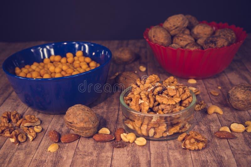 Mieszana owoc i dokrętki w pucharach zdjęcia stock