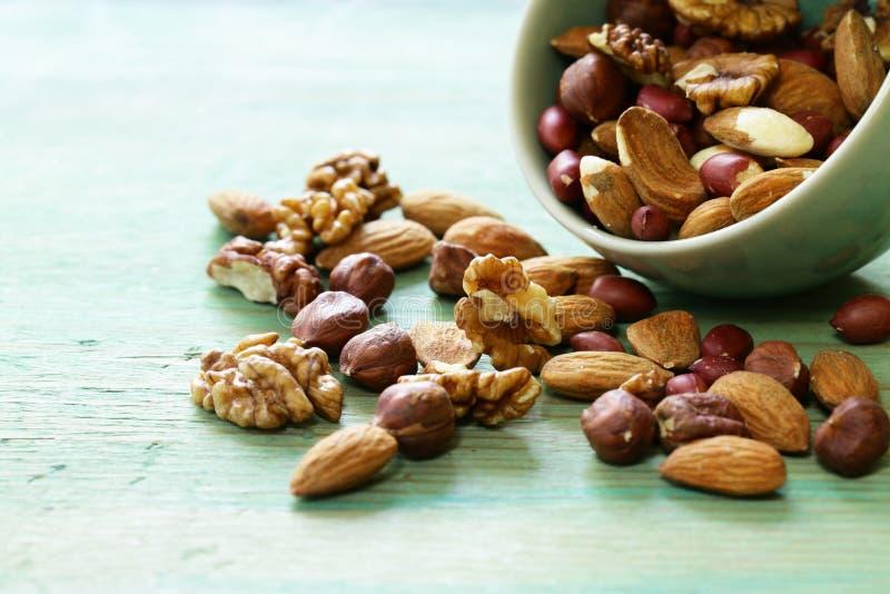 Mieszanek dokrętki - migdały, hazelnuts, arachidy, orzechy włoscy obrazy stock