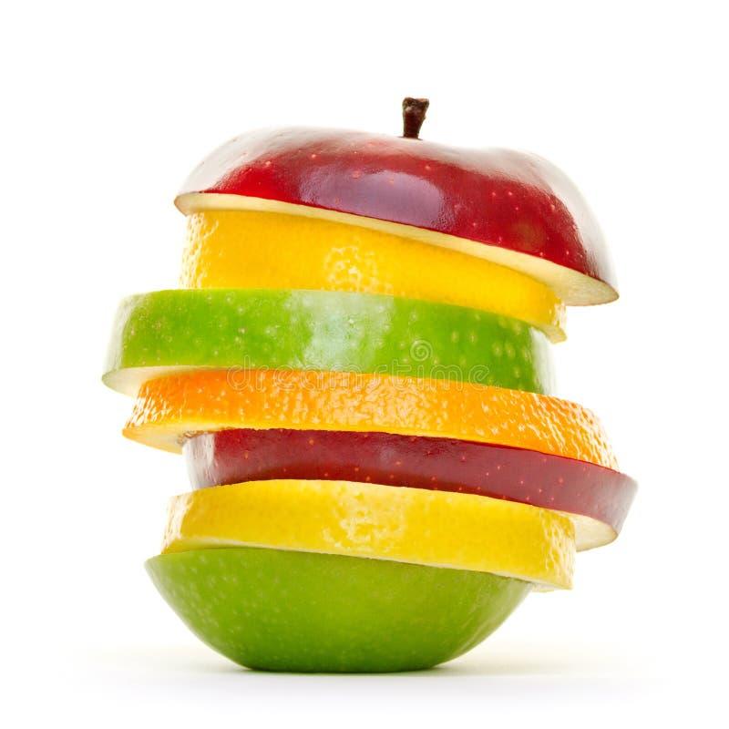 Mieszani owoc plasterki wypiętrzający up i odizolowywający na białym tle zdjęcie royalty free