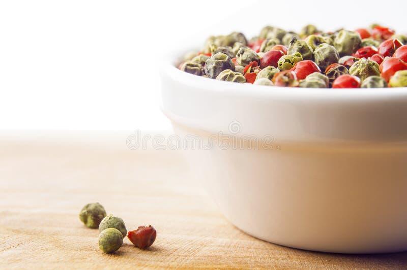 Mieszani peppercorns w pucharze zdjęcia stock
