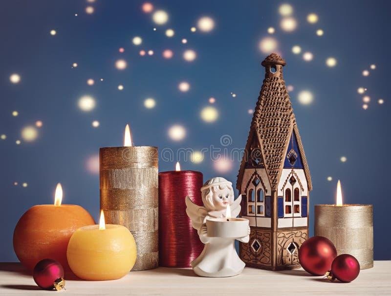 Mieszanka Bożenarodzeniowe dekoracje na błękicie zdjęcie royalty free