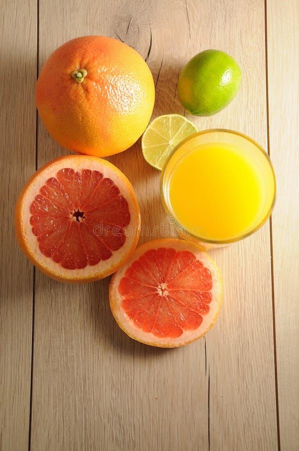 Mieszanka cytrusa sok pomarańczowy i owoc zdjęcie stock