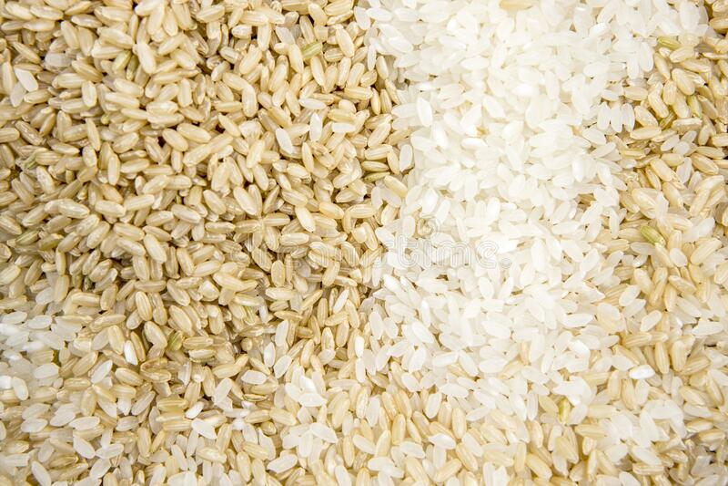 Mieszanka ryżu surowego brązowego i białego zdjęcie royalty free