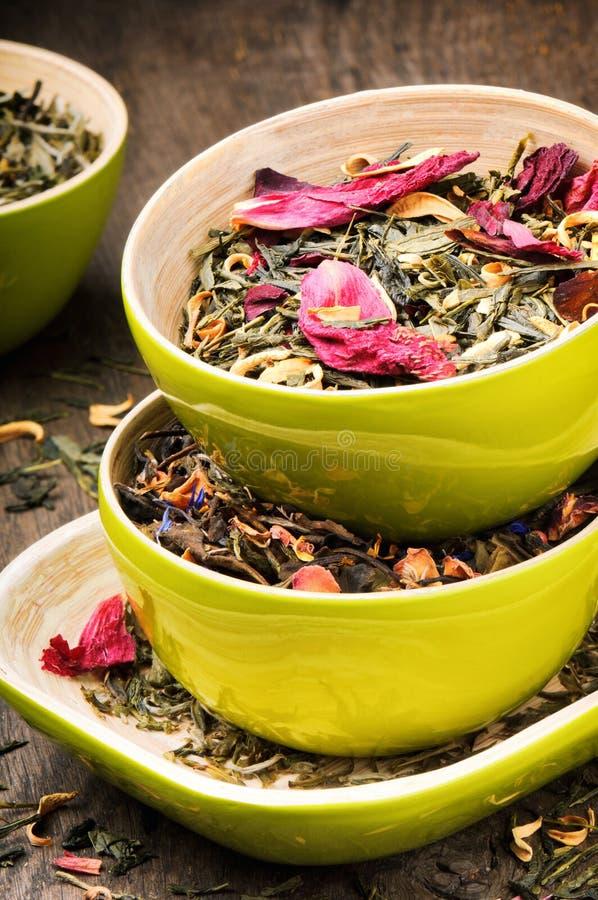 Mieszanka sucha zieleń i kwiatu herbata fotografia stock