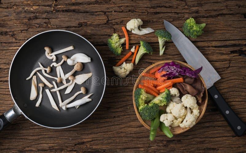 Mieszanki warzywo na koszu obraz stock