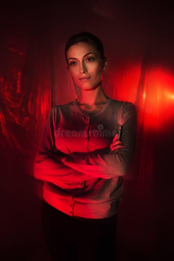 Mieszany lekki moda portret młoda atrakcyjna kobieta fotografia stock