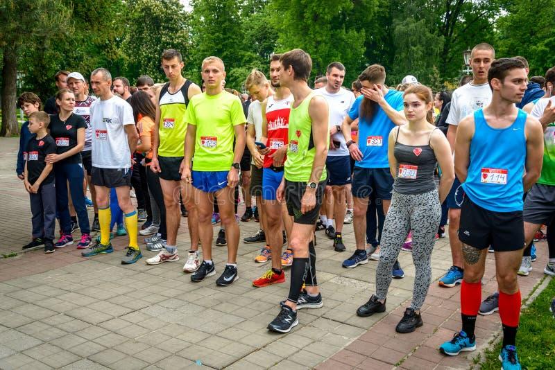 Mieszkańcy miasta biorą udział w wyścigu charytatywnym obraz stock