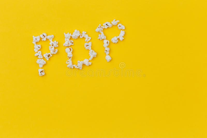 Mieszkania muzyka pop nieatutowy pojęcie popkorn muzyka bocznego widoku przestrzeń dla teksta zdjęcie stock