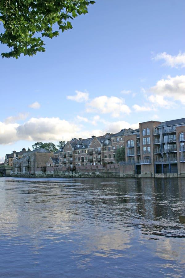 mieszkania ouse nowoczesnej York rzeki obraz stock
