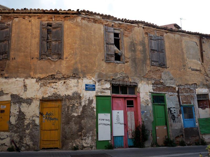 Mieszkania Z Coloured drzwiami W Heraklion Grecja obrazy royalty free