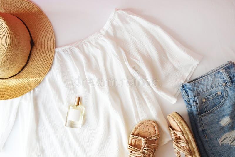Mieszkanie nieatutowej modnej mody kobiecy tło Mody piękna tło Lata spojrzenia trend zdjęcie royalty free