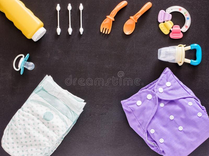 Mieszkanie nieatutowy dziecko ustawiający z sukienną pieluszką obrazy royalty free