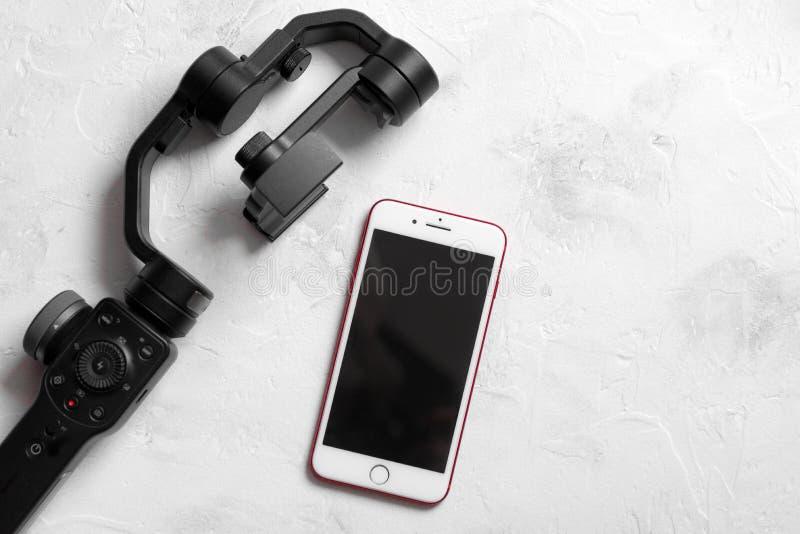 Mieszkanie nieatutowy handheld smartphone gimbal smartphone i stabilizator obrazy stock
