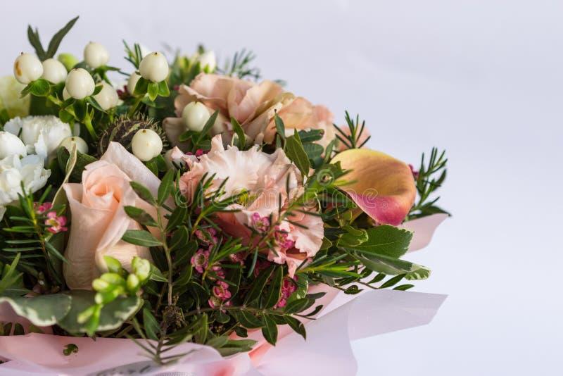 Mieszkanie nieatutowy piękny florish bukieta skład na białym tle zdjęcie stock