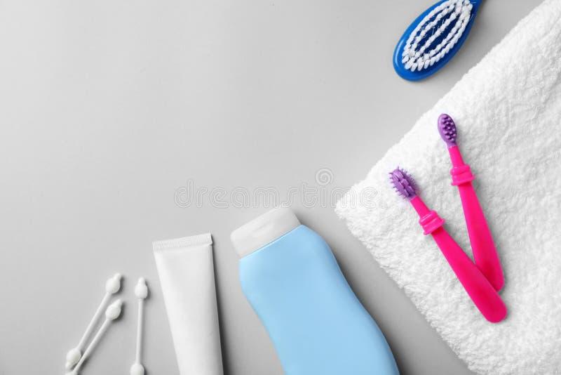 Mieszkanie nieatutowy skład z dzieci toothbrushes obrazy royalty free